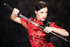 Vrouw en katana/zwaard Royalty-vrije Stock Foto