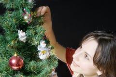 Vrouw en Kerstboom Stock Afbeelding
