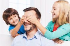 Vrouw en kind die pret hebben Stock Afbeeldingen