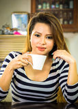 Vrouw en koffie Royalty-vrije Stock Afbeelding