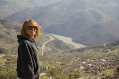 Vrouw en landschap royalty-vrije stock foto