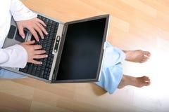 Vrouw en Laptop stock afbeelding