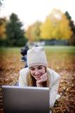 Vrouw en laptop Royalty-vrije Stock Afbeelding