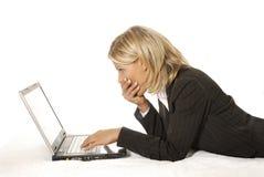 Vrouw en laptop Royalty-vrije Stock Foto