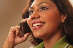 Vrouw en mobiele telefoon Royalty-vrije Stock Afbeelding