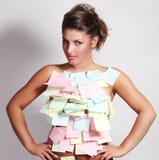 Vrouw en nota'sdocument Stock Afbeelding