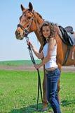 Vrouw en paard Stock Foto