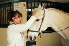 Vrouw en paard Stock Foto's