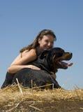Vrouw en rottweiler Royalty-vrije Stock Foto's