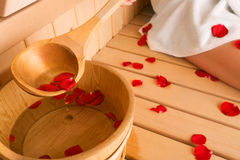 Vrouw en sauna Stock Afbeeldingen