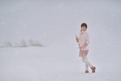Vrouw en Sneeuw Royalty-vrije Stock Foto's