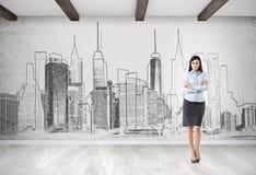Vrouw en stadspanoramaschets op concrete muur Royalty-vrije Stock Afbeeldingen