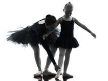 Vrouw en meisjeballerinaballetdanser die silhouett dansen Royalty-vrije Stock Afbeelding