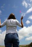 Vrouw en vlieger. stock fotografie