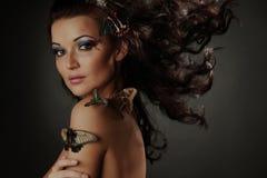 Vrouw en vlinder Stock Fotografie