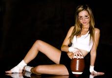Vrouw en voetbal Stock Fotografie