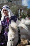 Vrouw en vrouwelijke ezel in Pasen-decoratie in Moskou Royalty-vrije Stock Fotografie