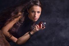 Vrouw en wijn Stock Afbeeldingen