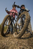 Vrouw-fietsers Stock Afbeeldingen