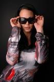 Vrouw in funky kleding Stock Foto