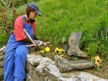 Vrouw gecultiveerde bloemtuinen Royalty-vrije Stock Afbeelding