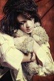 vrouw gek met teddybeer royalty-vrije stock foto's