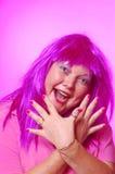 Vrouw gek over roze Stock Foto's