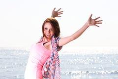Vrouw gelukkige het glimlachen blije Mooie jonge vrolijke Kaukasische Fe Stock Afbeeldingen