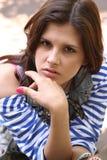 Vrouw in gestreept vest Stock Fotografie