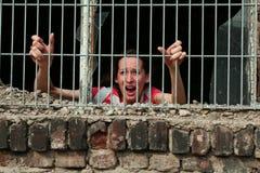 Vrouw in gevangenis Stock Foto