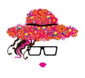 Vrouw in glazen en hoed met kleurrijke bloemen Stock Afbeeldingen