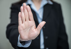 Vrouw golvende hand en het ontkennen Royalty-vrije Stock Foto's