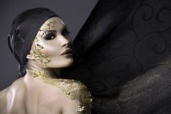 Vrouw in goud Royalty-vrije Stock Afbeelding