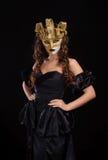 Vrouw in gouden masker Royalty-vrije Stock Afbeelding