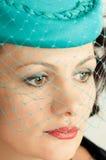 Vrouw in groene hoed Stock Afbeeldingen
