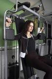 Vrouw in Gymnastiek Royalty-vrije Stock Afbeeldingen