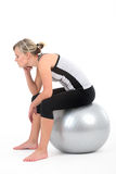 Vrouw in gymnastiekuitrusting het uitoefenen stock fotografie