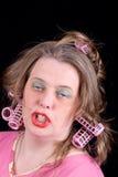 Vrouw in haarkrulspelden Royalty-vrije Stock Foto's