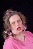 Vrouw in haarkrulspelden Stock Foto