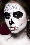 Vrouw in Halloween-make-up - Mexicaans Santa Muerte-masker royalty-vrije stock foto's