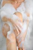 Vrouw het baden met heel wat schuim royalty-vrije stock foto's