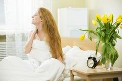 Vrouw in het bed royalty-vrije stock foto's