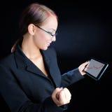 Vrouw het Bekijken Stijgende Grafiek Stock Fotografie