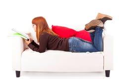 Vrouw het bestuderen Stock Foto