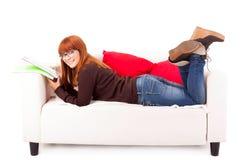 Vrouw het bestuderen Stock Afbeeldingen