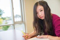 Vrouw het bestuderen Royalty-vrije Stock Afbeelding
