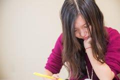Vrouw het bestuderen Stock Afbeelding