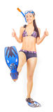 Vrouw het bevindende snorkelt dragen zich bevindt Geïsoleerde stock afbeelding