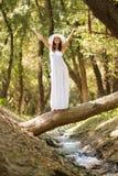 Vrouw in het bos Royalty-vrije Stock Afbeelding
