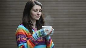 Vrouw het drinken stock footage